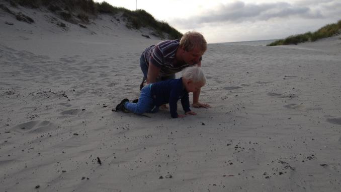 Spelen aan het strand